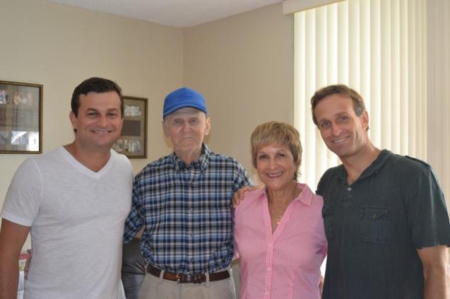 David Schurmann (esq.), Eddie, padrasto de Heloisa, que mora em Miami, Heloisa e Wilhelm, o caçula da família.