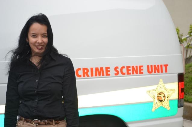 Catyana Skory - CSI - artista forense no departamento de policia do condado de Broward, em Fort Lauderdale.